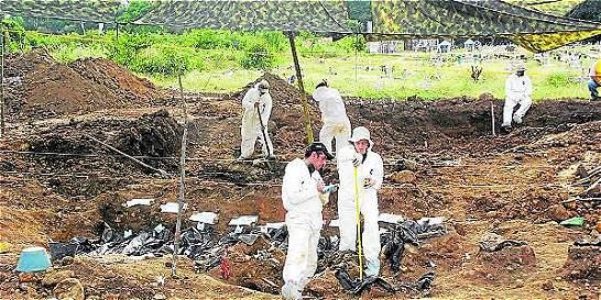 Buscan dolientes de 1.560 víctimas de fosas de 'paras'