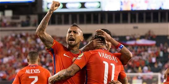 Chile, rival de Colombia, mete miedo arriba y sufre atrás