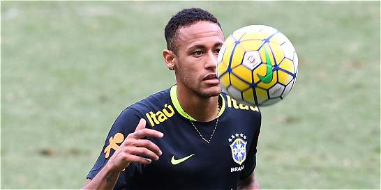 Neymar vs. Messi, en un clásico con mucho en juego
