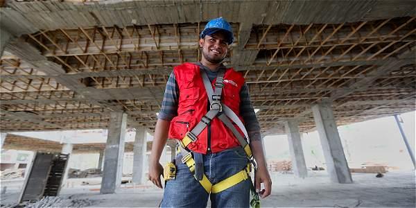 Este desmovilizado de las Farc trabaja como subcontratista en construcción en diferentes obras en el país.