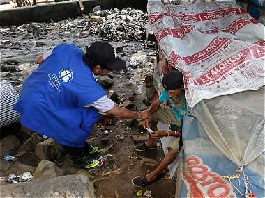 En Medellín, las bandas les envían vendedores ambulantes de droga