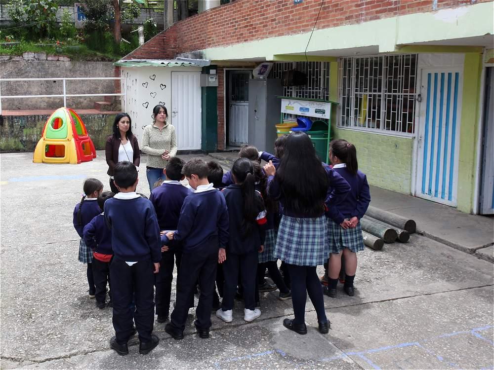 Los niños de la escuela son una parte fundamental para hacer sostenible el proyecto del ecobarrio.