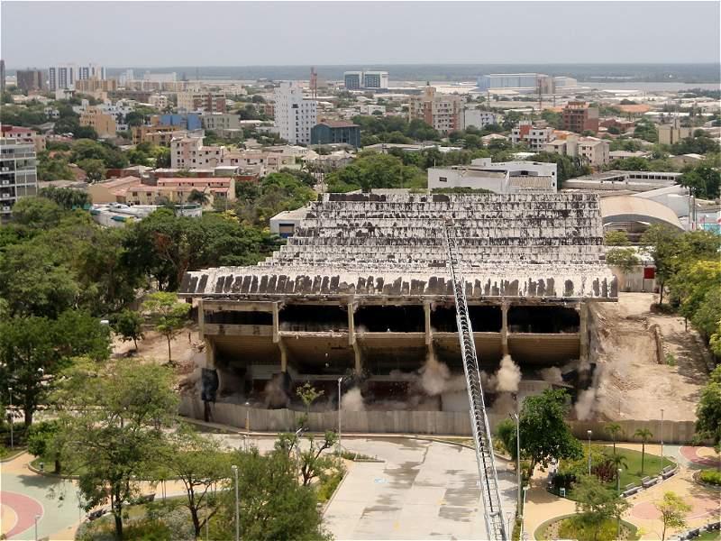 En fotos: paso a paso de la implosión del coliseo Humberto Perea de Barranquilla
