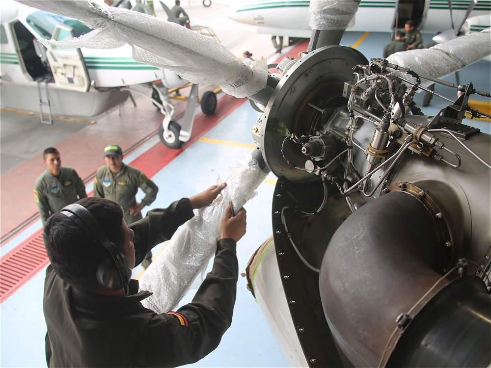 Así es el mantenimiento de los aviones DC-3, unos veteranos del cielo