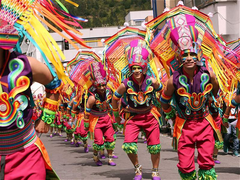 Las mejores imágenes que deja hasta ahora el Carnaval de Negros y Blancos