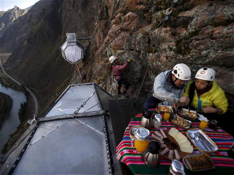 La 'casa en el aire' de un grupo de escaladores peruanos