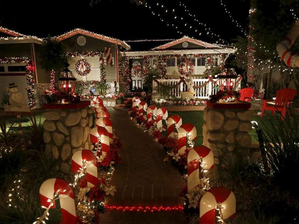 Fotos decoraci n navide a en casas de california - Casas decoradas en navidad ...