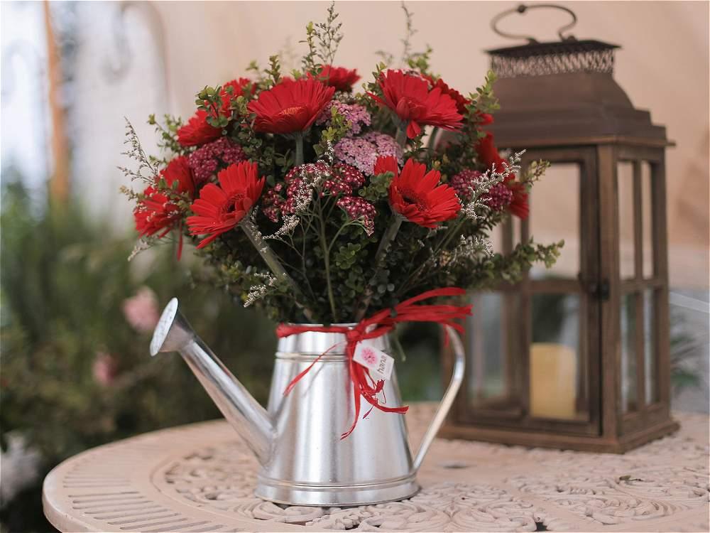 Fotos su hogar cobra vida con arreglos florales dise ados for Arreglo sala comedor comedor
