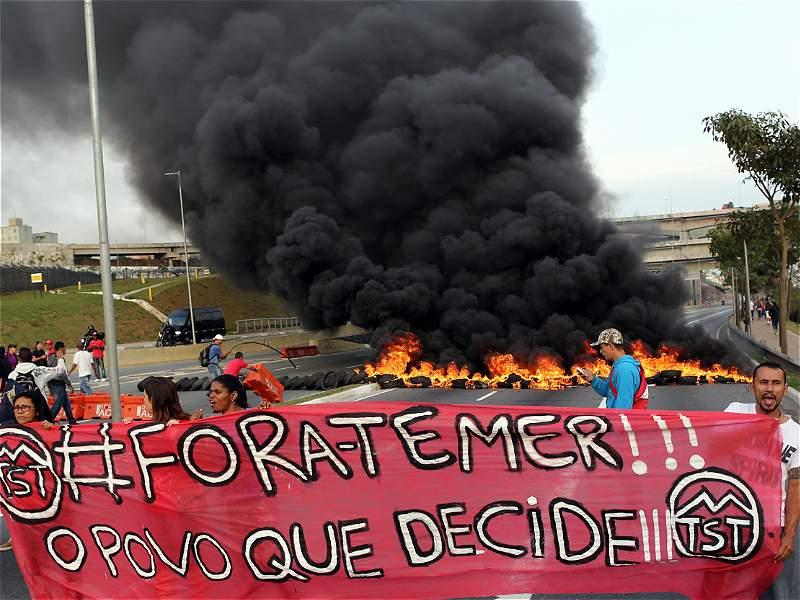 Disturbios en Brasil en medio de protestas en favor de Dilma Rousseff