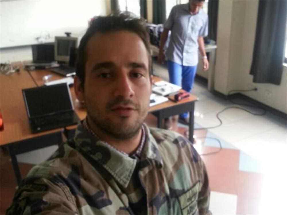 Venezolano expulsado de Colombia aparece en fotos con un arma