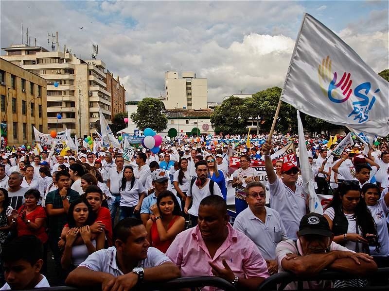 En las ciudades celebraron la firma de la paz entre Gobierno y Farc