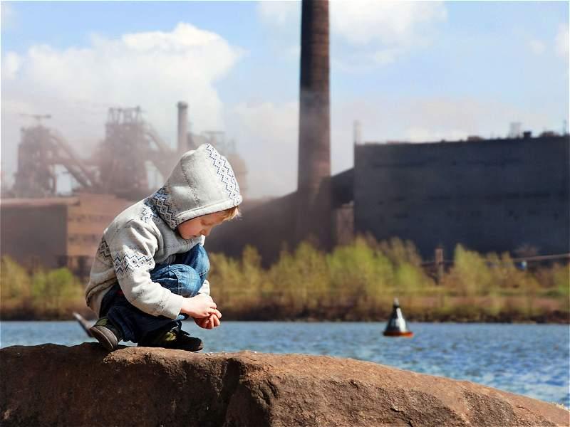 ¿Cómo afecta al cuerpo de los niños la contaminación del aire?