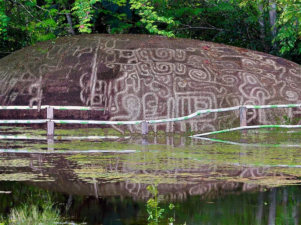 Los petroglifos son antiguas pinturas sobre piedra que los ancestros indígenas dejaron como testigo de sus creencias y costumbres.