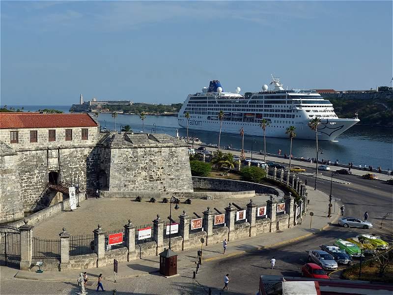 Emocionante arribo del primer crucero entre EE. UU. y Cuba en más de 50 años