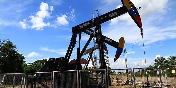 Ola de fusiones y movidas para 'salvar' al sector petrolero