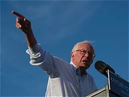 Sanders se doblega ante Clinton y dice que votará por ella