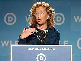 Demócratas llegan a convención con crisis por correos filtrados