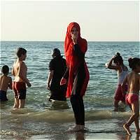 A playas de Francia vuelve el burkini. ¿Se irá la discriminación?