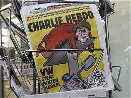 Charlie Hebdo estrena su edición en Alemania y se burla de Merkel