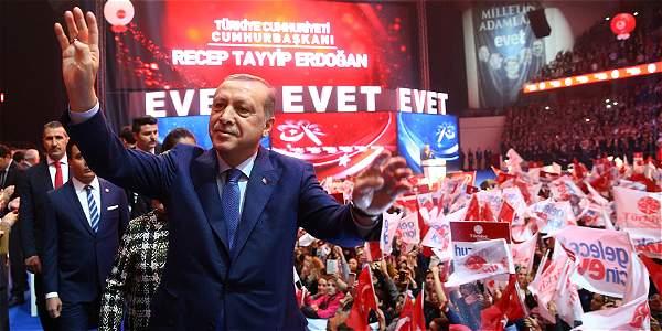 El presidente de Turquía, Recep Tayyip Erdogan, busca ampliar los poderes presidenciales.