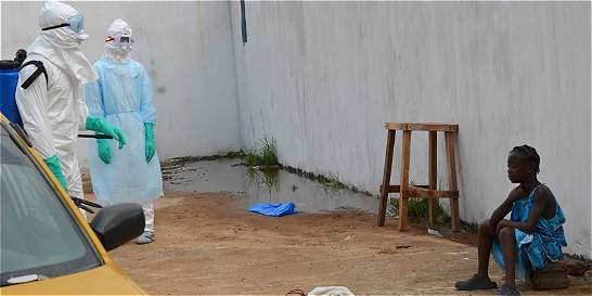 Sierra Leona pone en cuarentena a 1.2 millones de personas por ébola