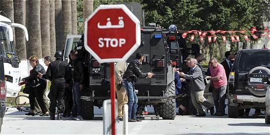 Homenaje a las víctimas por atentados en Túnez