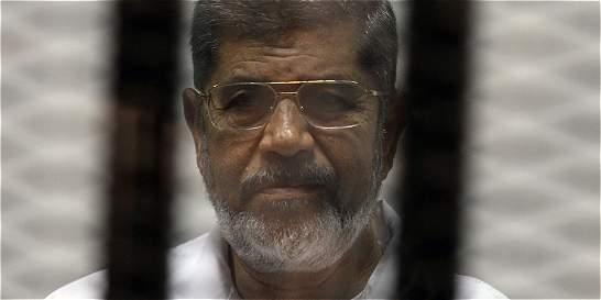 Condenan a muerte al expresidente de Egipto Mohamed Morsi
