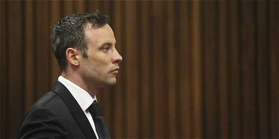 Pistorius obtiene libertad bajo fianza y sigue en arresto domiciliario