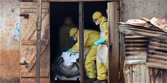 Nueva muerte por ébola cuestiona fin oficial de epidemia