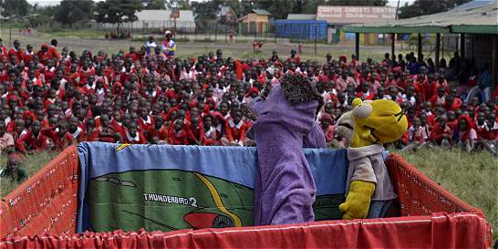 Cuentos de marionetas contra el abuso infantil en Nairobi
