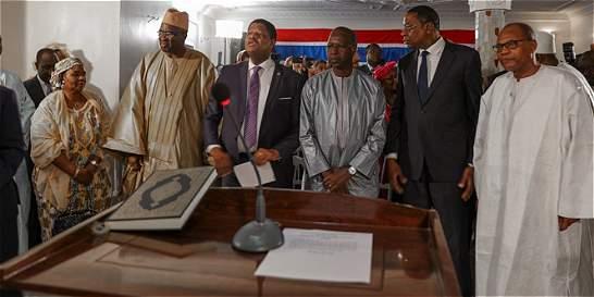 Tropas de Senegal entran a Gambia para forzar salida de presidente