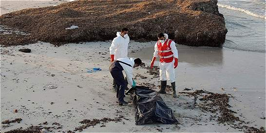 Hallan 74 cadáveres de inmigrantes frente a la costa de  Libia