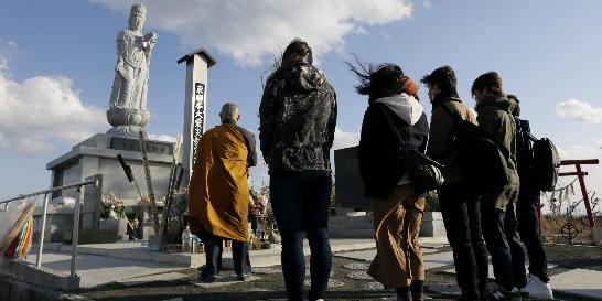 Japón recuerda víctimas de tsunami y accidente nuclear de Fukushima