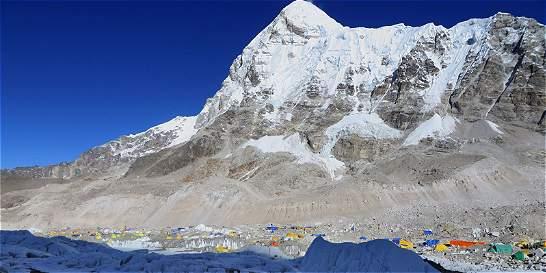 ¿Una china utilizó un helicóptero para escalar el Everest?