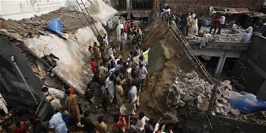 Aumentan a 24 los muertos en el derrumbe de una mezquita en Pakistán