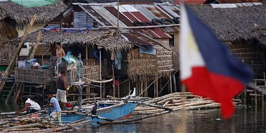 Dos muertos y 520.000 evacuados en Filipinas por el tifón Hagupit