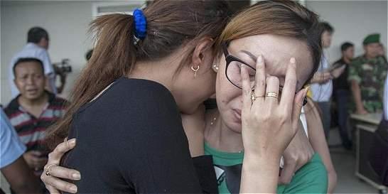 Sin rastro del avión de AirAsia desaparecido con 162 personas a bordo