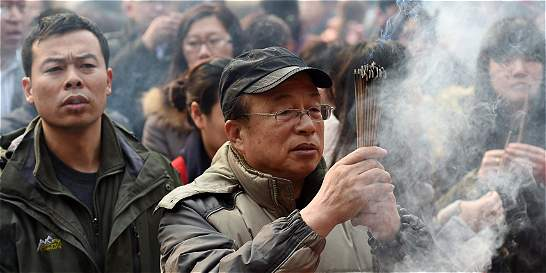 Pólvora de Año Nuevo chino deja espesa capa de esmog en Pekín