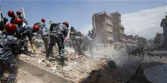Un nuevo terremoto de magnitud 7,3 estremece a la ya desvastada Nepal