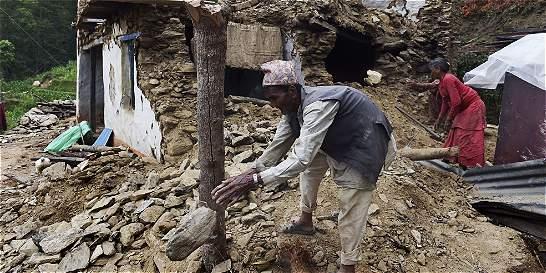 Casi cien muertos deja el nuevo sismo en Nepal