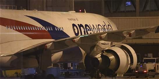 Avión de Malaysia Airlines tuvo que aterrizar de emergencia