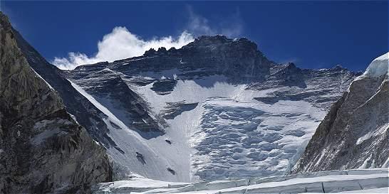 Estudios aseguran que el sismo en Nepal desplazó el monte Everest