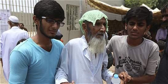Morgues de Pakistán no alcanzan, ola de calor deja más de mil muertos