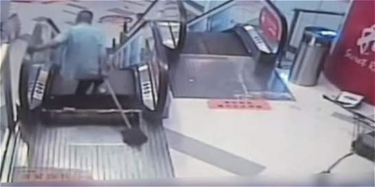 Otro accidente en escaleras eléctricas de China: hombre perdió un pie