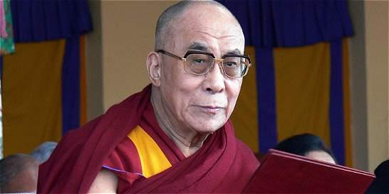 Dalai Lama asegura que si su sucesor es mujer 'debe ser muy atractiva'