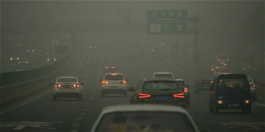 Pekín declara por primera vez alerta roja por contaminación