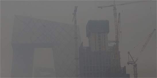 Aeropuerto de Pekín cancela más de 200 vuelos por la contaminación