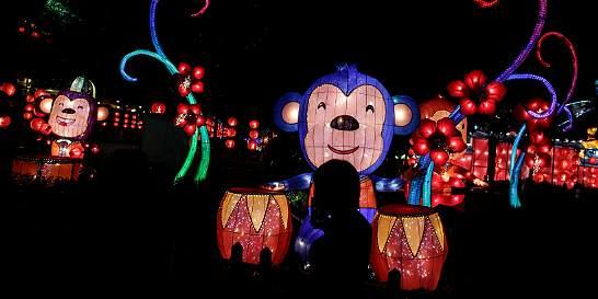 Chinos festejan la llegada del Año del Mono