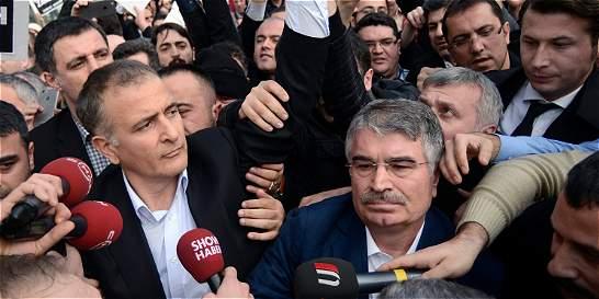 Gobierno de Turquía pone bajo su control al principal diario opositor