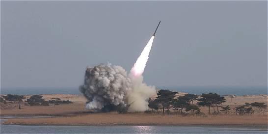 Seúl dice que Corea del Norte disparó otro misil de mediano alcance